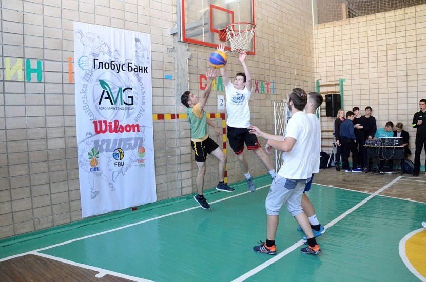 Під час змагань по баскетболу 3x3 учнів Дніпровського району