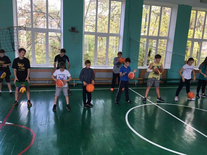Майстер-клас по основам гри в баскетбол від КШБЛ і БК Будівельник