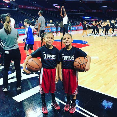 """""""Splash Sisters"""" - це дві сестри-американки, Кайлі (10 років) і Майя (9 років) Лопез"""