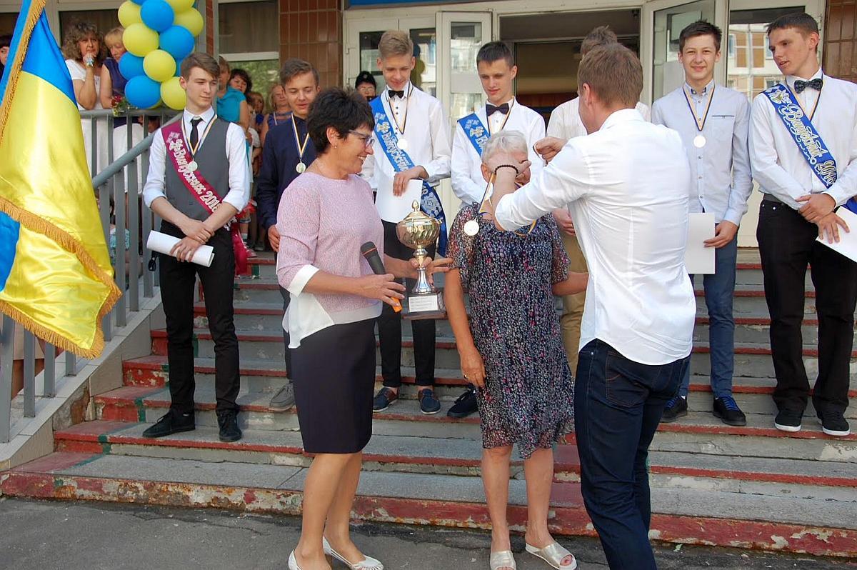 Нагородження чемпіонів КШБЛ 2018 під час Останнього дзвоника в СШ №277